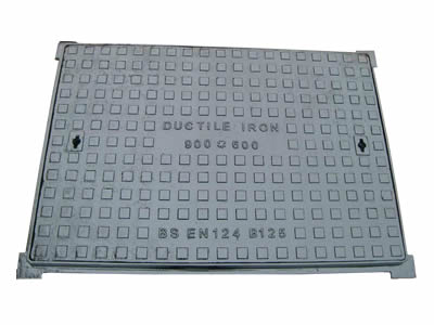 A rectangle ductile iron manhole cover which can bear 12.5 tons with square blocks.